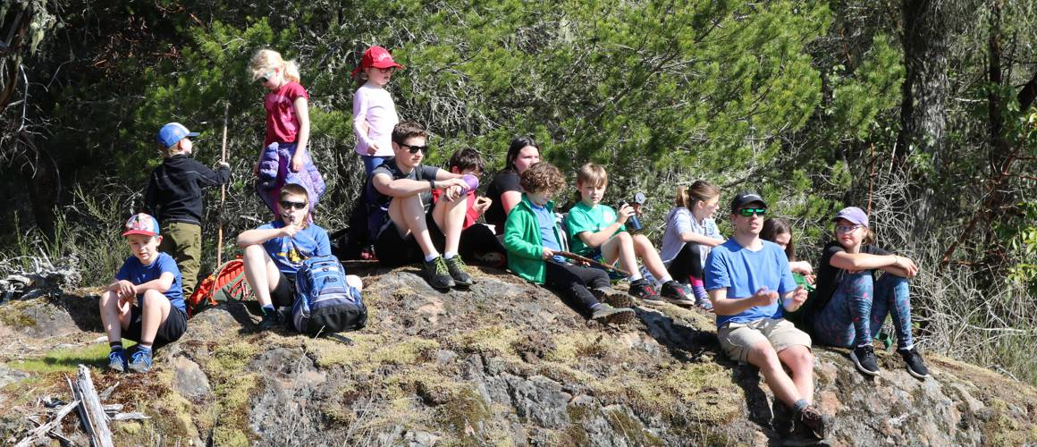 victoria youth hiking programs